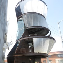 Structure by Eric Owen Moss in Culver City that is used for screening art films.